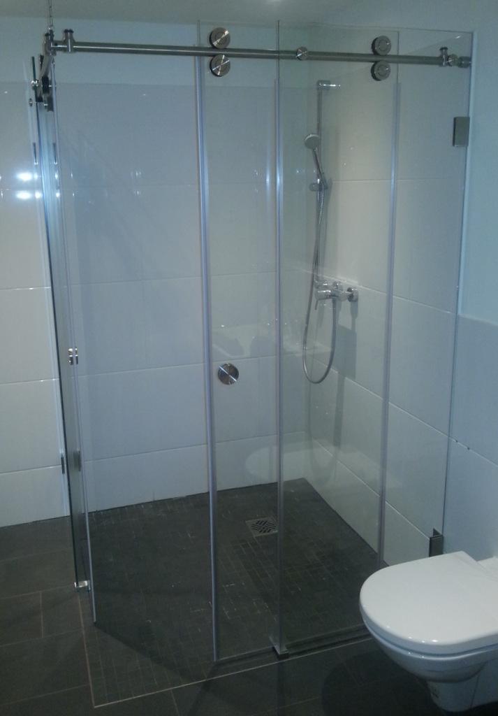ganzglas dusche mit edelstahl barrierefrei - Duschen Aus Glas Barrierefrei 2