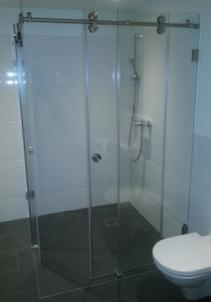 Ganzglas Dusche mit Edelstahl, barrierefrei